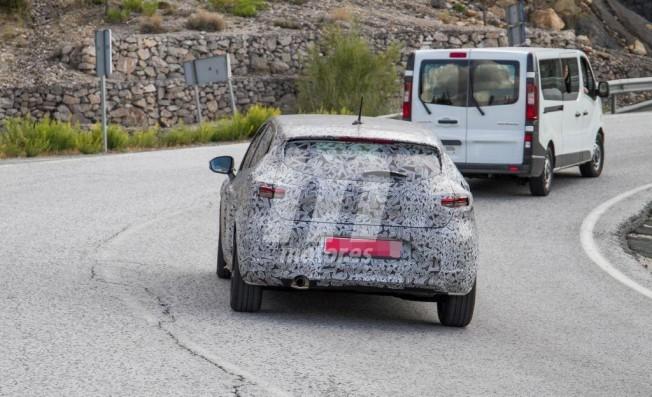 Renault Clio 2019 - foto espía posterior