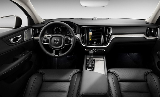 Volvo V60 Cross Country 2019 - interior