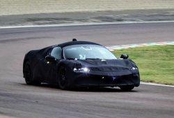 Este nuevo híbrido de motor central será el sucesor del Ferrari Testarossa