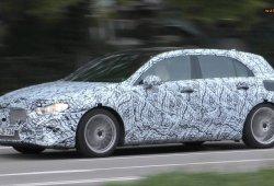 Cazado un silencioso Clase A eléctrico ¿posible mula del Mercedes EQA?