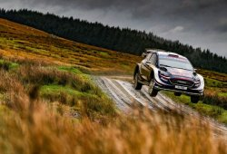 Ogier puede con Latvala y suma su quinto Rally de Gales