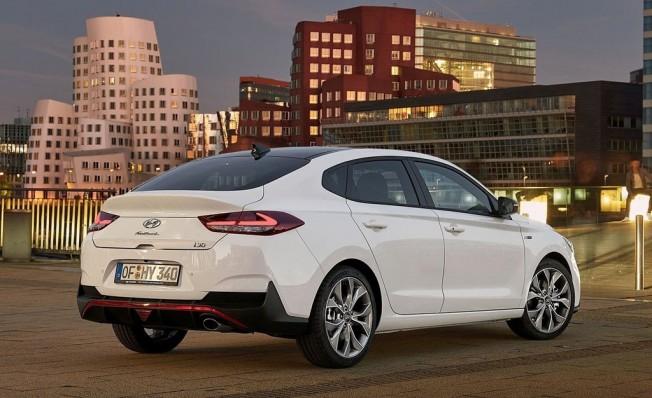 Hyundai i30 Fastback N Line - posterior