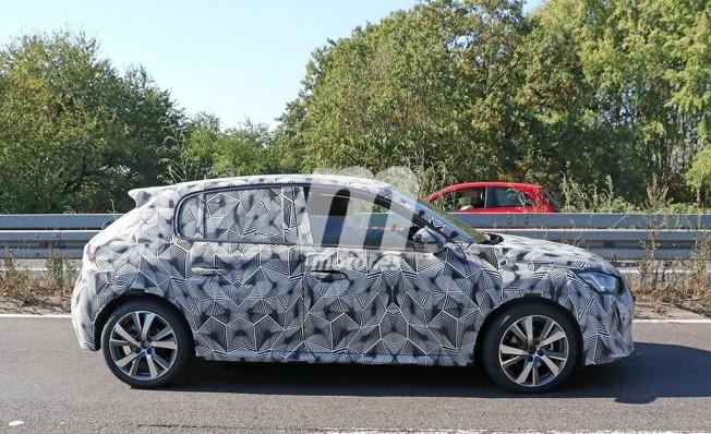 Peugeot 208 2019 - foto espía lateral