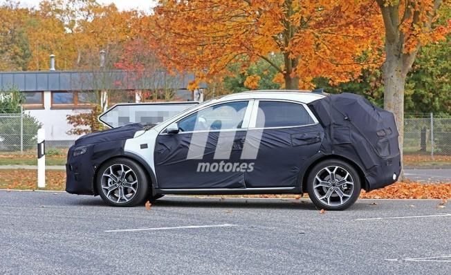 Kia Ceed SUV - foto espía lateral