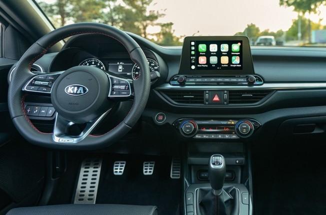 Kia Forte GT 2019 - interior