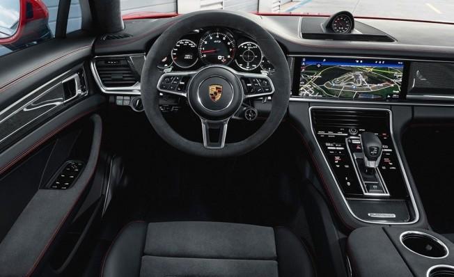 Porsche Panamera GTS 2019 - interior