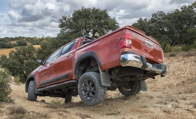 Toyota Hilux Legend Raider - posterior