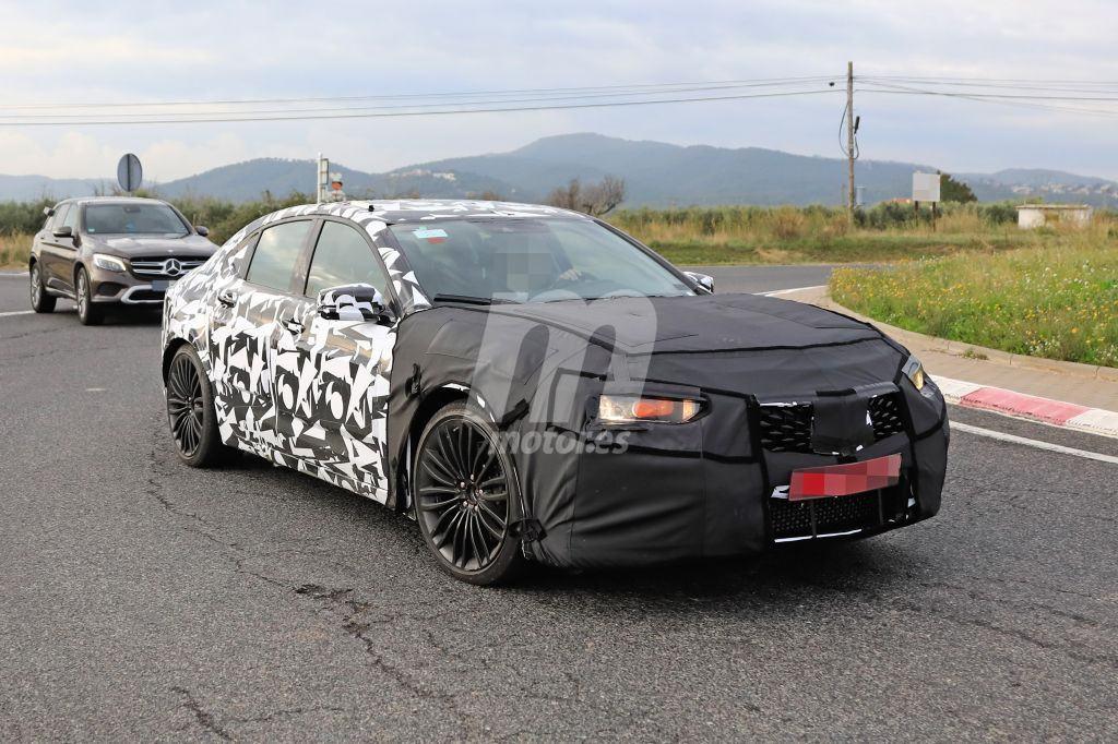 Acura está desarrollando un TLX Type R y lo prueba junto al Audi S4