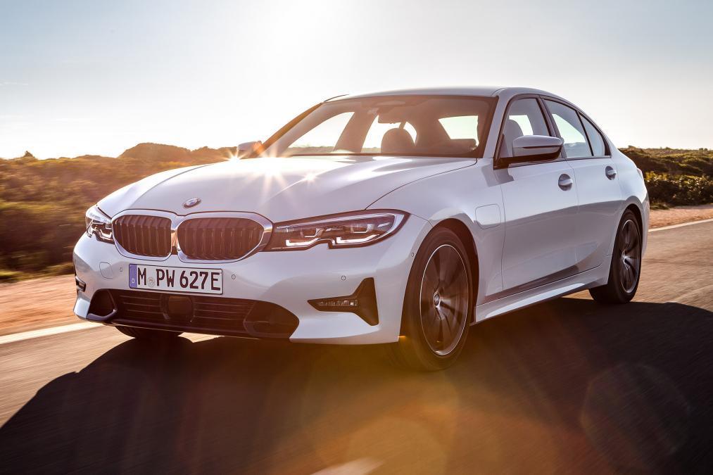 BMW desvela el nuevo 330e iPerformance 2019 con más autonomía eléctrica