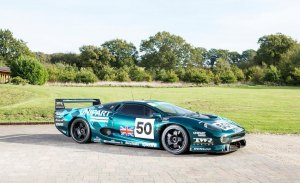 A la venta el Jaguar XJ220C que hizo trampas en Le Mans
