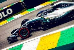 Bottas supera a Hamilton por la mínima
