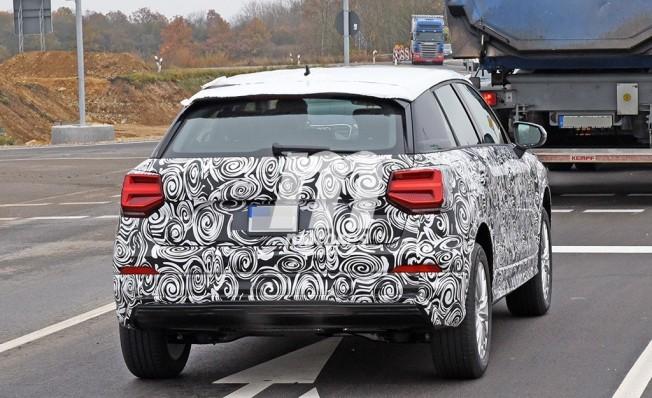 Audi Q2 L e-tron - foto espía posterior
