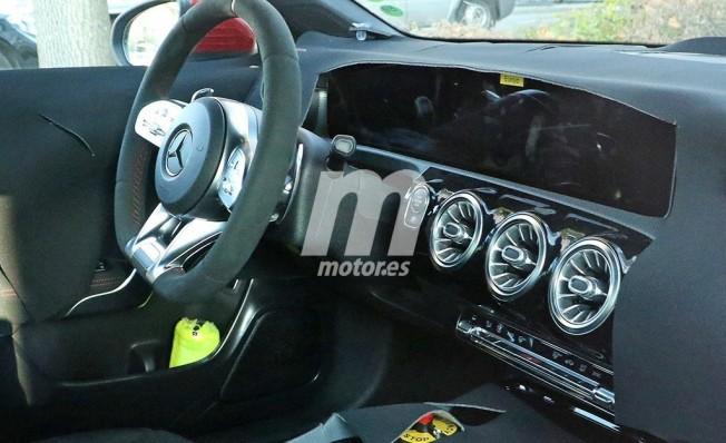 Mercedes CLA 2019 - foto espía interior
