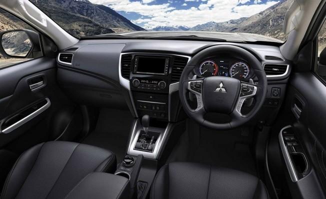 Mitsubishi L200 2019 - interior