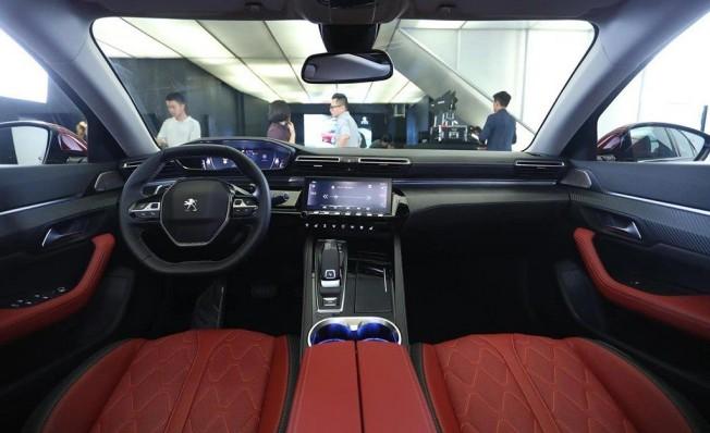 Peugeot 508 L - interior