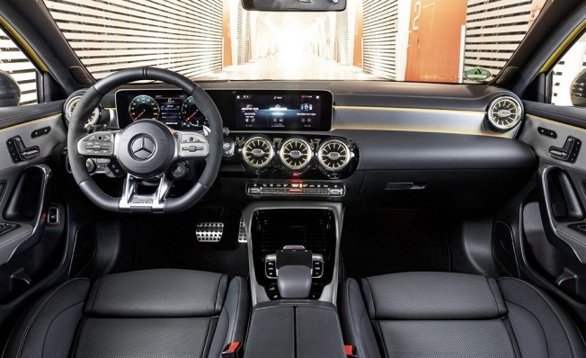 Mercedes-AMG A 35 4MATIC - interior