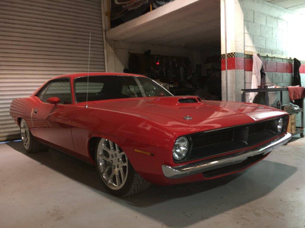 Este Plymouth 'Cuda esconde el chasis y el V10 de 720 CV de un Dodge Viper