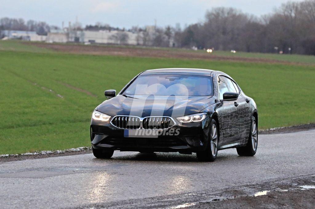 El nuevo BMW Serie 8 Gran Coupé se desprende de parte del camuflaje