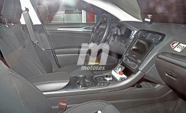 Ford Mondeo 2019 - foto espía interior