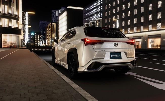 Modellista Lexus UX - posterior