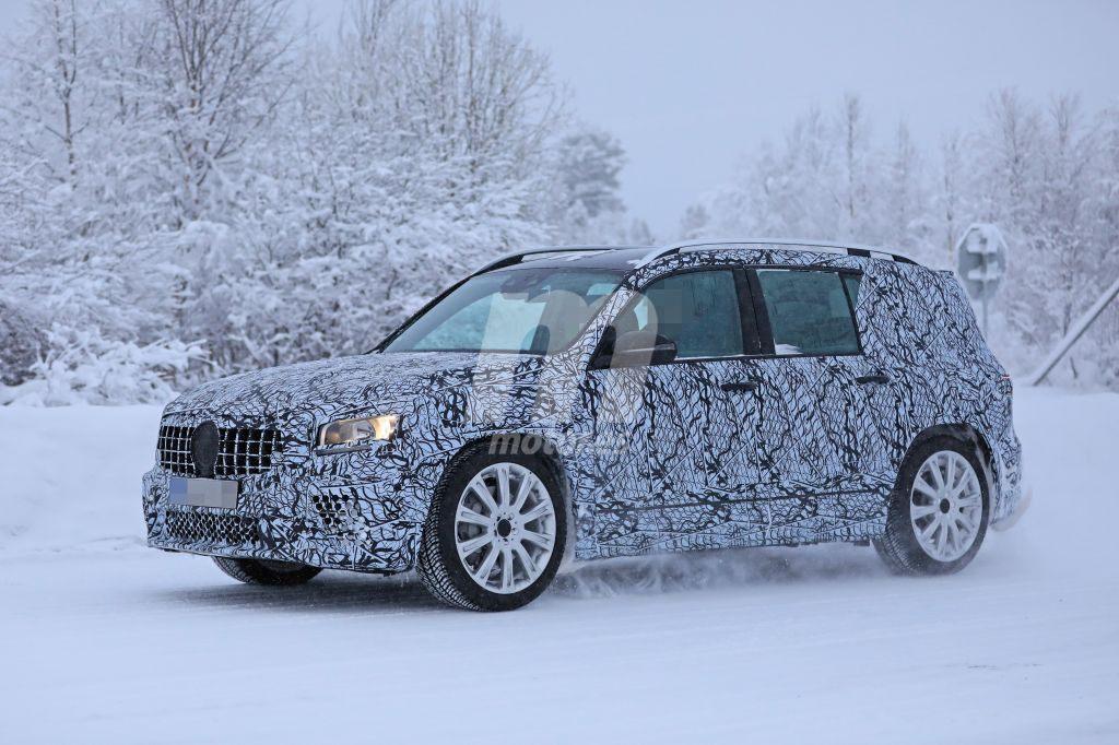 El nuevo Mercedes-AMG GLB 35 juega en la nieve con sus más de 300 CV