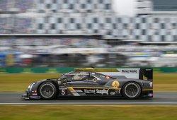Baile de pilotos en el Cadillac de Alonso en el último libre