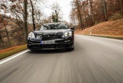 Walter Röhrl evalúa las características del nuevo Porsche Taycan