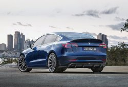 RevoZport presenta un kit de carrocería para el Tesla Model 3