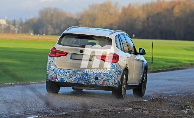 BMW iX3 - foto espía posterior