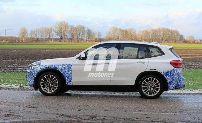 BMW iX3 - foto espía lateral