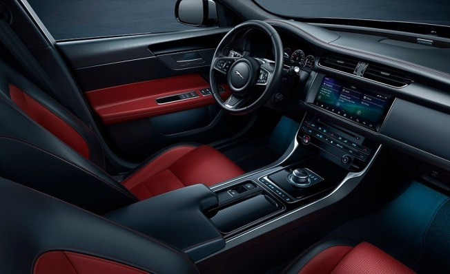 Jaguar XF Chequered Flag Edition - interior