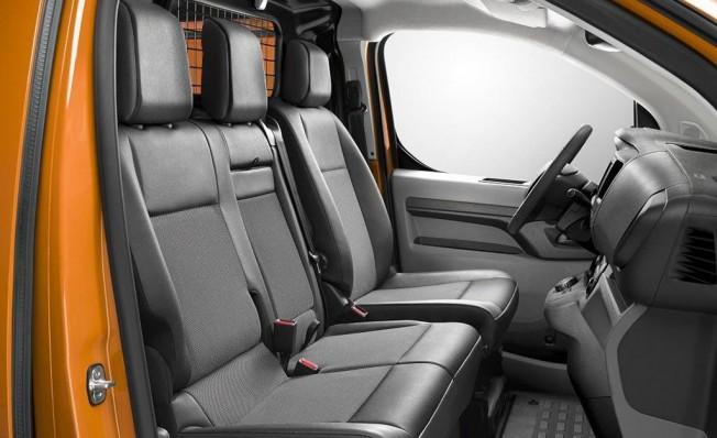 Opel Vivaro 2019 - interior