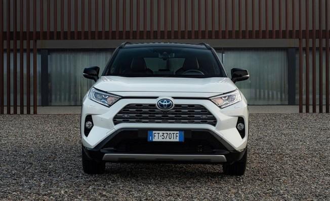 Toyota RAV4 Hybrid 2019 - frontal