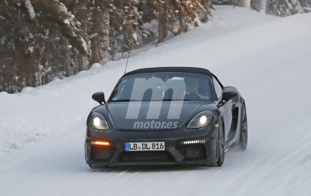 Nuevas fotos espía muestran al Porsche 718 Spyder en las pruebas de invierno