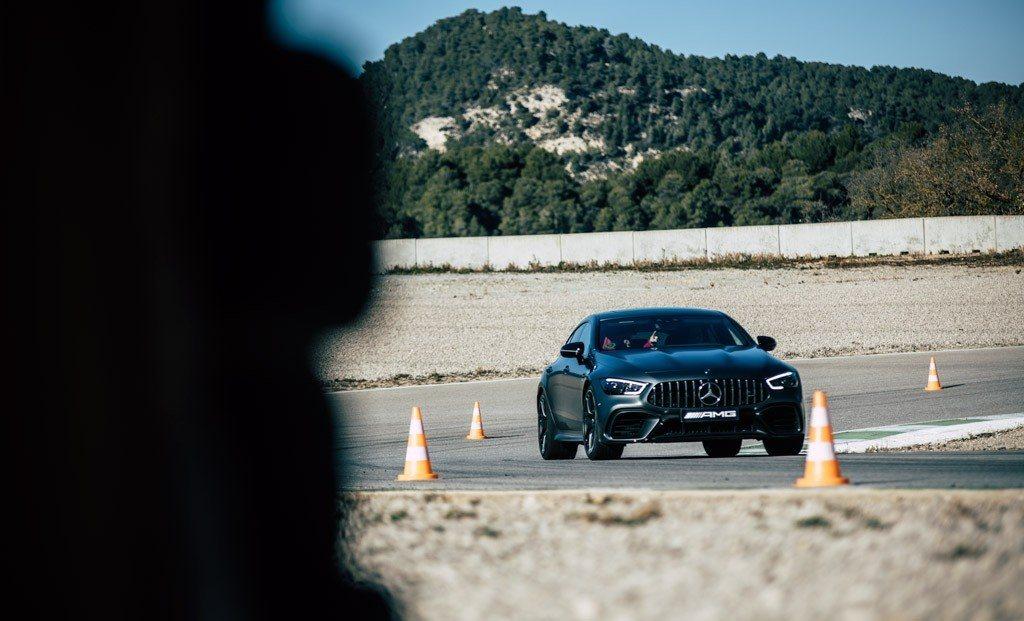 Así es la gymkhana gigante que prepara Mercedes para sus clientes en España