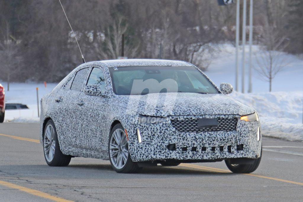 El Cadillac CT4 2020 se deja ver en la calle con sus nuevas ópticas
