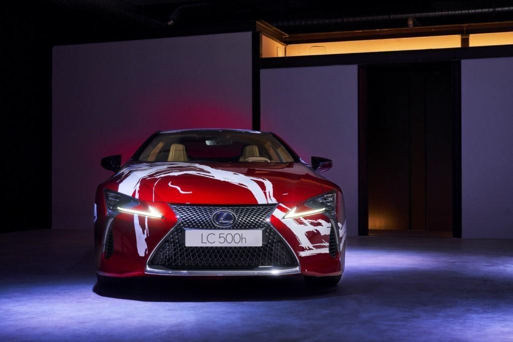 Lexus utiliza el nuevo LC 500h como un lienzo de pintura para el concurso Art Car
