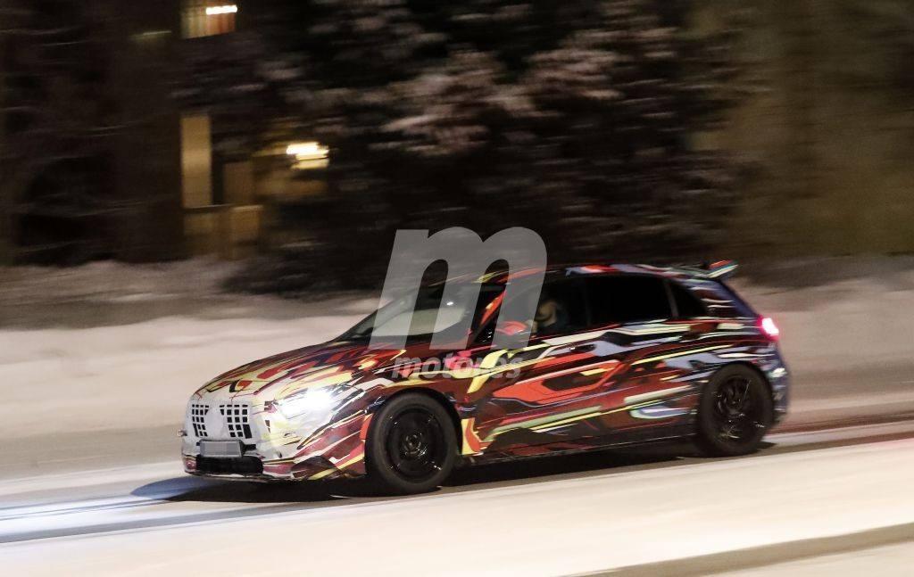 El nuevo Mercedes-AMG A 45 4MATIC, cazado con un camuflaje colorido al norte de Suecia