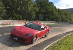 El Ferrari 812 Superfast marca 7:27 en Nürburgring [vídeo]