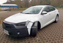 Cazado un prototipo del Opel Insignia 2019 con un camuflaje mínimo