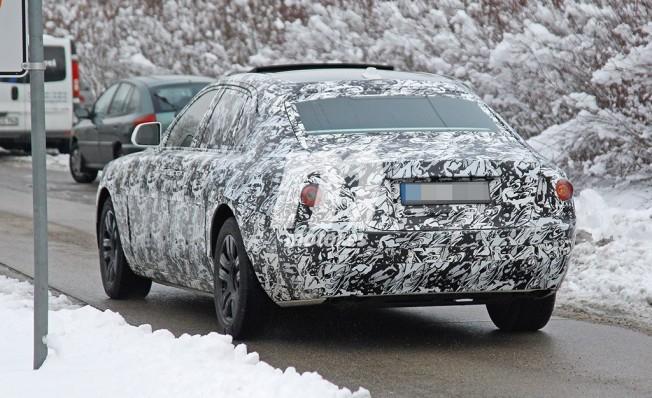 Rolls-Royce Ghost 2021 - foto espía posterior