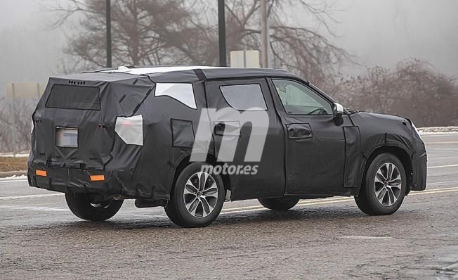 Toyota Highlander 2020 - foto espía posterior
