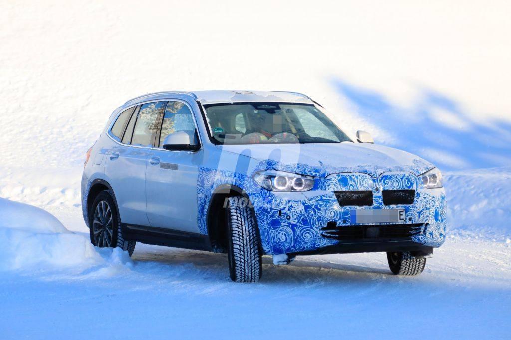 El nuevo BMW iX3 eléctrico cazado durante sus pruebas de invierno