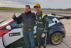 Ricciardo prueba el Renault Megane RS TCR en Bedford