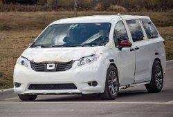 El nuevo Toyota Sienna 2021 cazado durante sus primeras pruebas