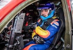 [Vídeo] Sube con Alonso al Toyota Hilux V8 del Dakar