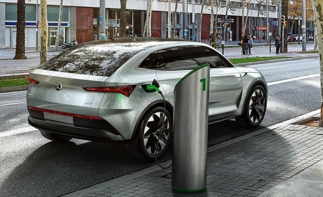 Skoda anuncia sus primeros coches híbridos enchufables y eléctricos