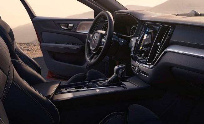 Volvo S60 2019 - interior