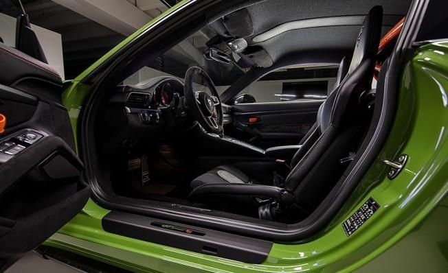 TechArt GTstreet RS - interior