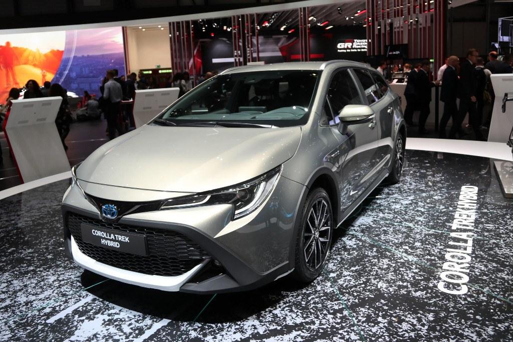Así luce el nuevo Toyota Corolla Trek Hybrid en su stand en Ginebra